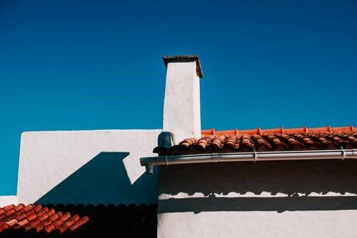 Zo kunt u uw dak het beste beschermen tegen een lekkage